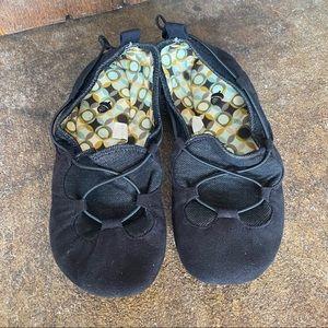 Acorn Folding Black Travel Slippers